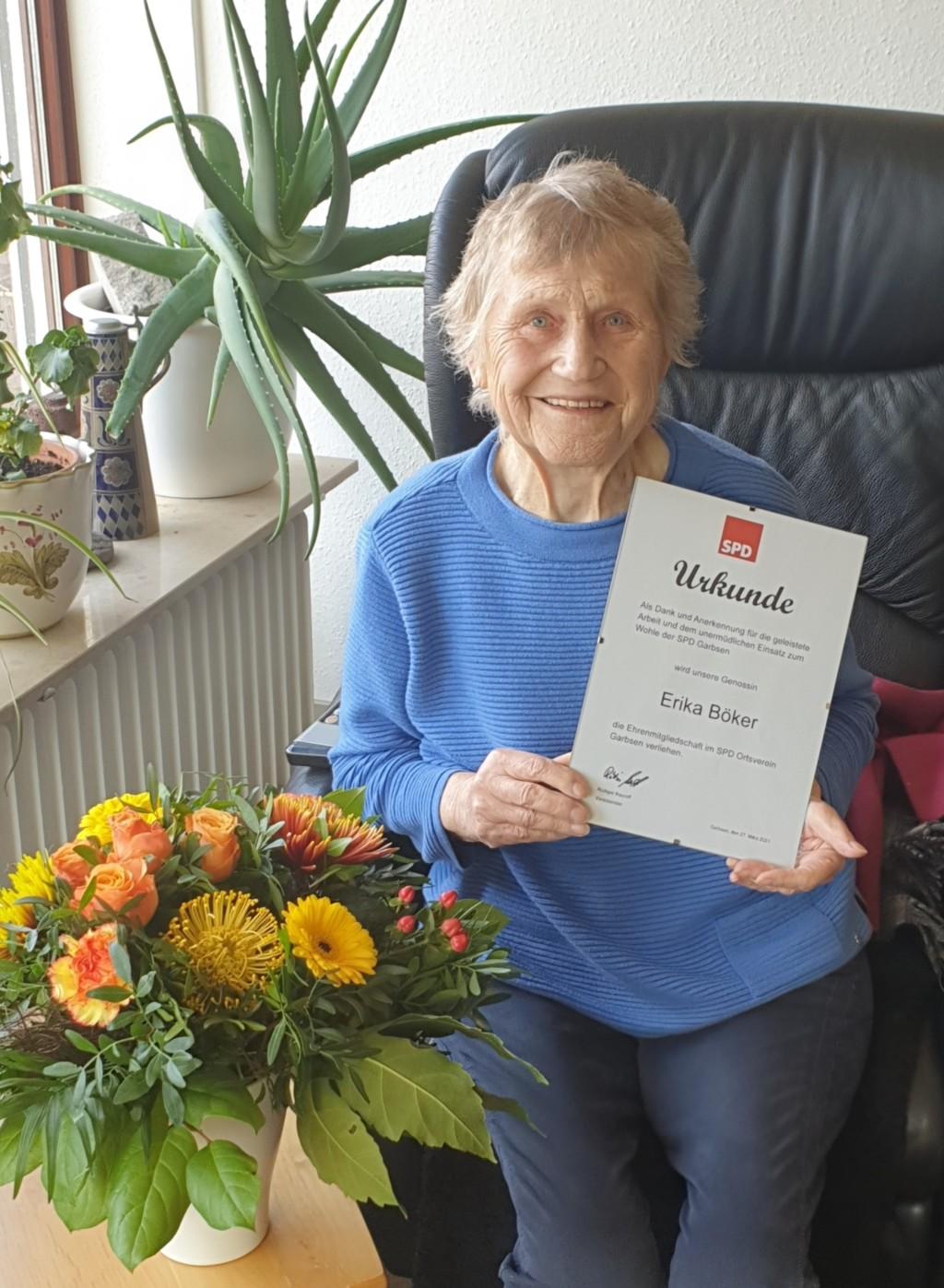 Erika Böker wird Ehrenmitglied der SPD Garbsen